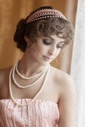 1920s-hairstyles-curly-accessories.jpg